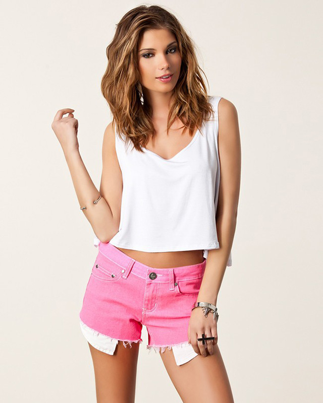 Blusa Curta Regata estilo Cropped